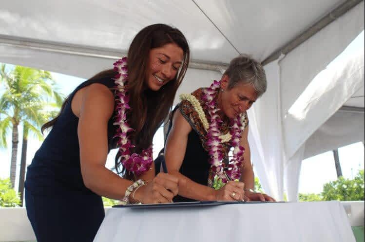 CoalitionWILD Director, Crista Valentino, signing an MOU with U.S. Secretary of the Interior, Sally Jewell